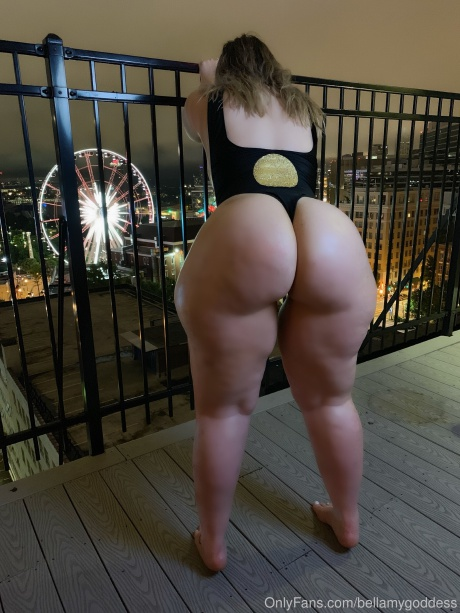 Amateur PAWG with a Big Cellulite Ass