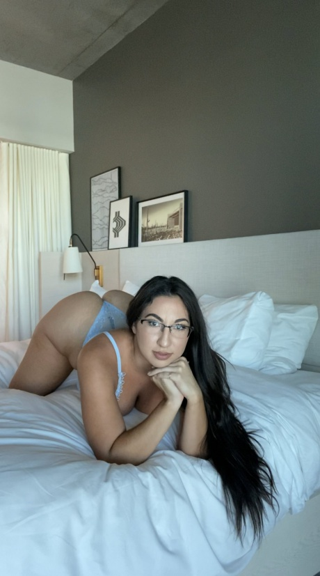 Beautiful PAWG with Glasses