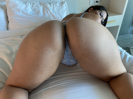 Bubble Butt PAWG with a Perfect White Ass