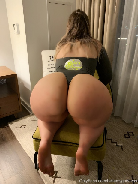 Thick White Girl Twerking on a Chair