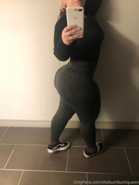 Candid Big Ass Selfie in Tight Yoga Pants