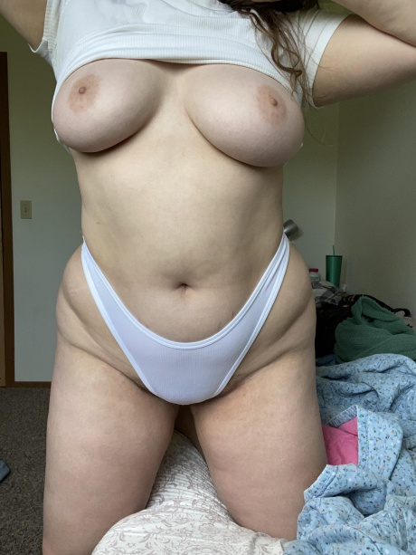 Crazyfishgoescrazy Big Tits Amateur with Jiggly Cellulite Thighs