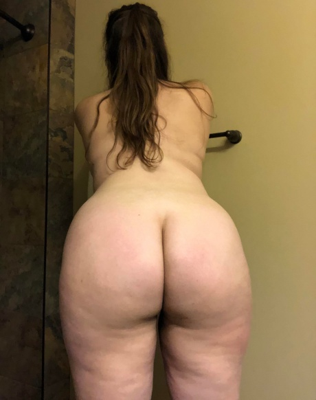 Crazyfishgoescrazy Naked PAWG with a Jiggly White Ass