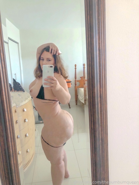 Naked Big Booty PAWG Selfies