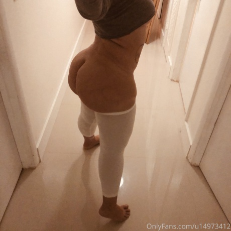 Nude White Ass in Yoga Pants