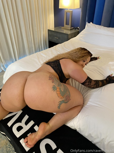 Raven_Thick Big Ass Latina Babe Twerking in Bed