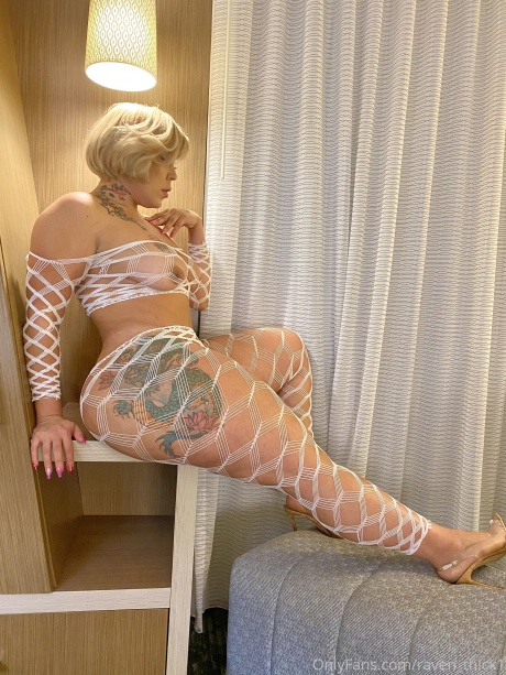 Raven_Thick Extreme Hourglass Booty in Fishnets