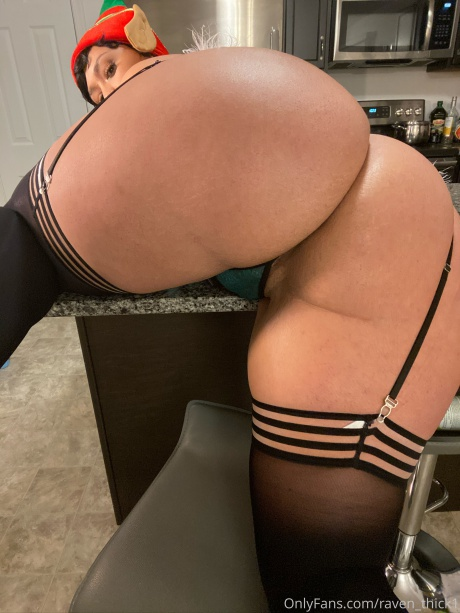 Raven_Thick Huge Round Latina Booty Clapping