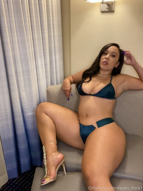 Raven_Thick Pefect Booty Latina with Thick Thighs
