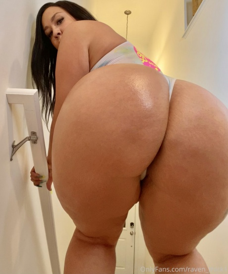 Raven_Thick Round and Juicy Latina Ass Bouncing