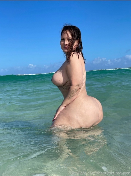 Thick Ass White Girl with a Small Waist and Big Hips
