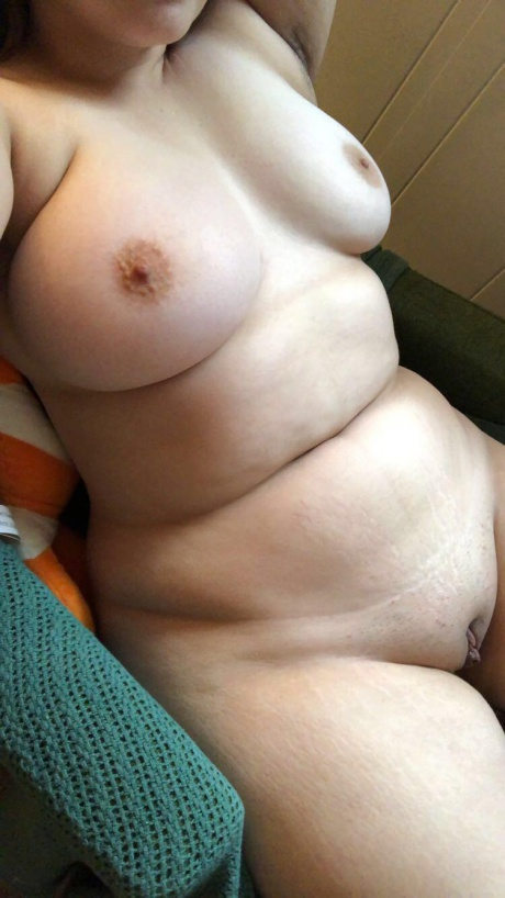 Thick White Girl with a Smoothly Shaved Pussy