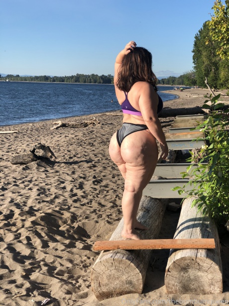 Amateur PAWG Cellulite Thighs