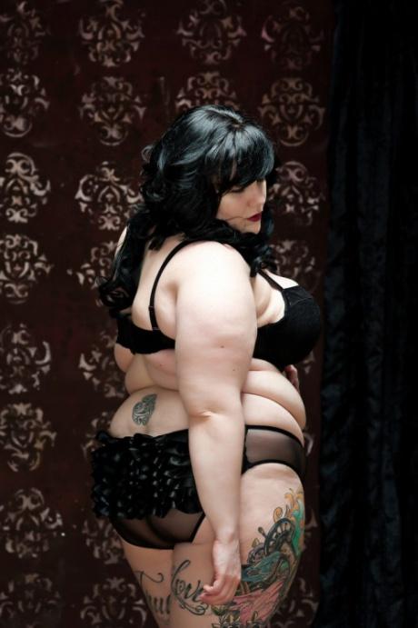BBW Tattoo Babe in Lingerie