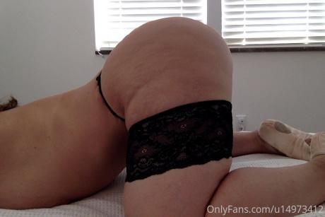 Big Booty White Girl Ass Shaking 1