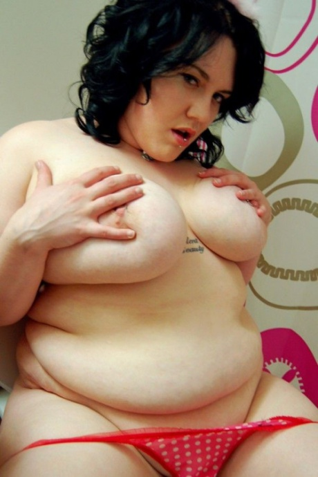 Brunette BBW Playing with Pierced Nipples