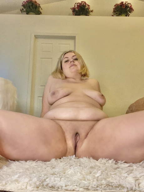 Fat Booty PAWG Shaved Pussy Spreading