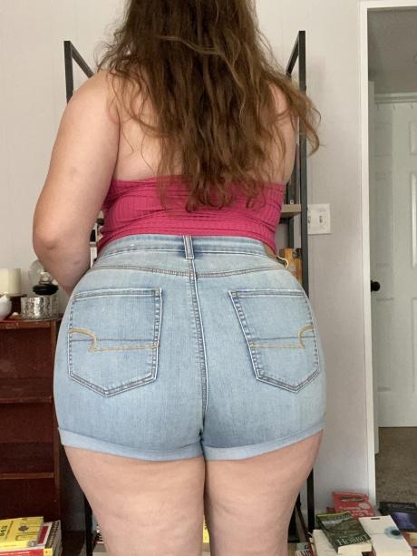 Fat Booty White Girl in Tight Denim Jean Shorts