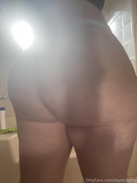 Fat White Bubble Butt Close up