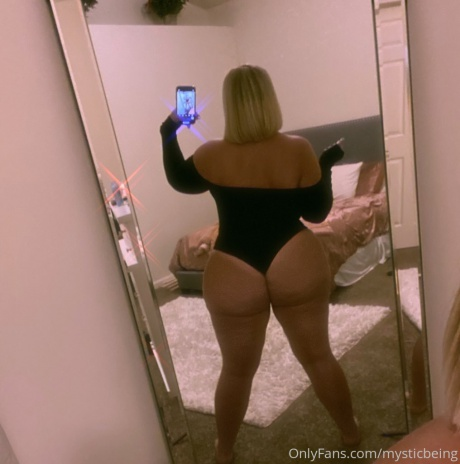 Huge Tanned Booty Backshot Selfie