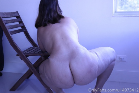 Jiggly White Cellulite Ass Twerking