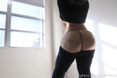 Juicy Cellulite Booty Flashing in Spandex Leggings
