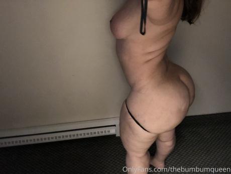 Juicy White Booty Shaking