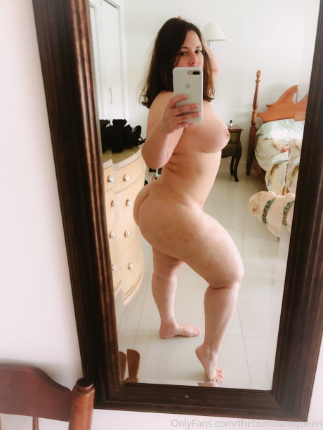 Naked PAWG Amateur with a Juicy White Ass