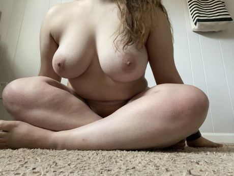 Nude Amateur PAWG with Huge Boobs
