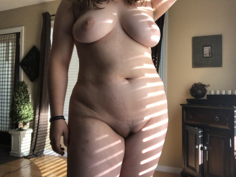 Nude Amateur PAWG with Stretch Marks