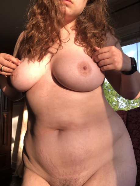 Nude PAWG Amateur with an Hourglass Figure