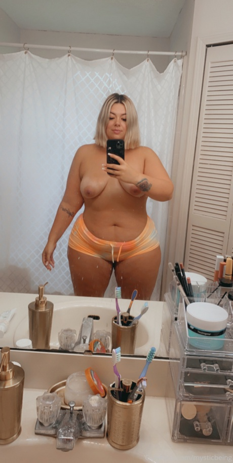 PAWG Amateur with Big Thighs and a Juicy Ass