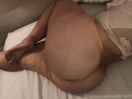 PAWG Amateur with Thick Legs and a Big Ass