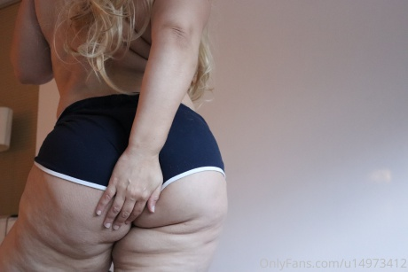 Phat Ass PAWG with Thick Cellulite Thighs