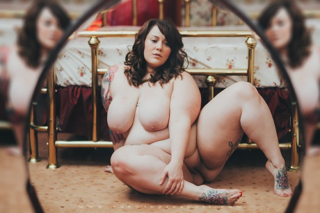 Tattooed BBW with a Shaved Pussy
