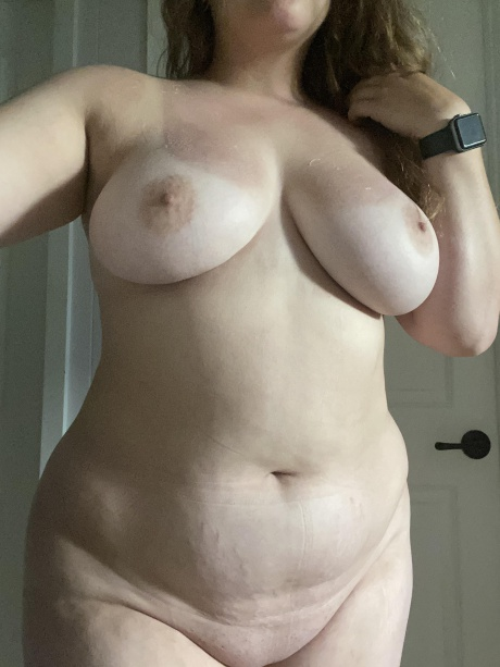 Thick PAWG with a Shaved Pussy