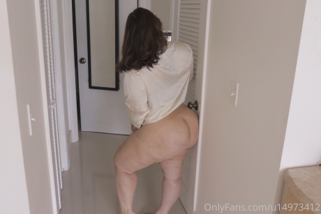 Thick White Cellulite Booty Walking