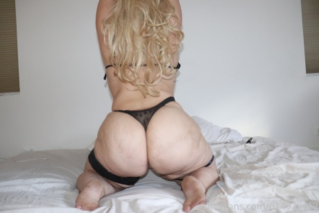 White Girl with a Big Ass Twerking